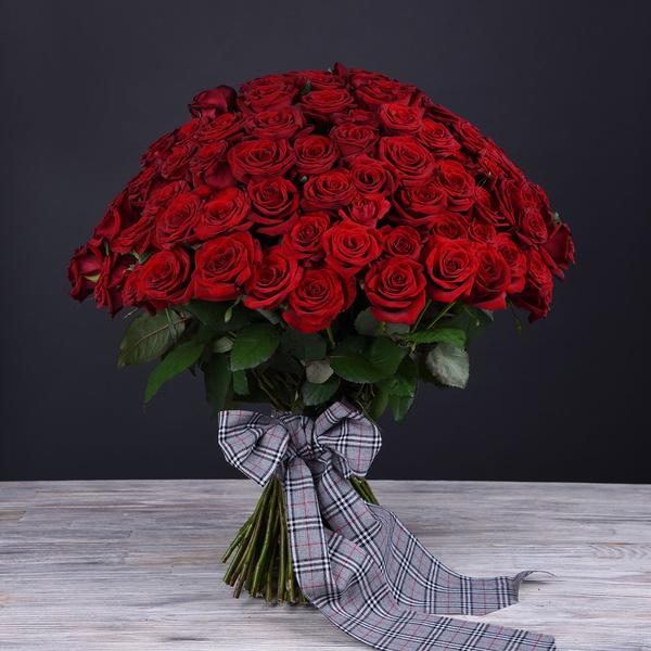 Букет из 101 высокой красной розы