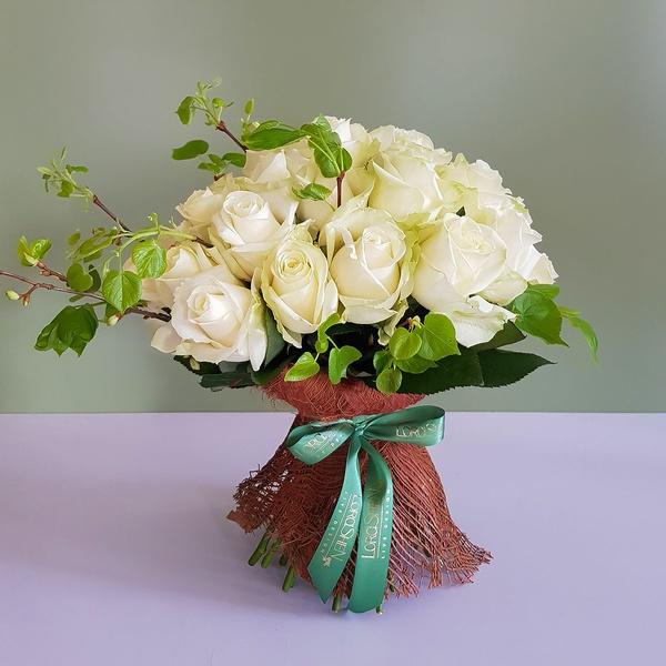 35 білих троянд в корі кокосу