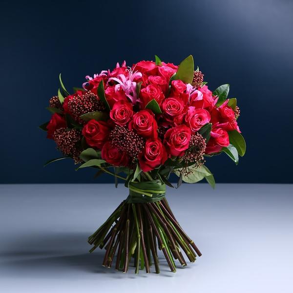 Классический букет из малиновой розы