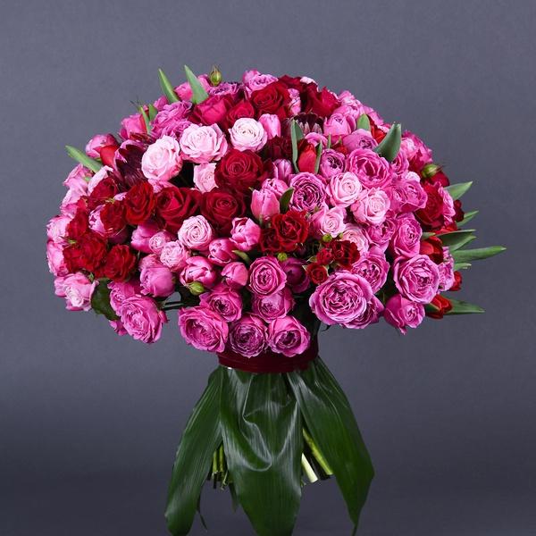 Букет з міксу рожевих та малинових троянд
