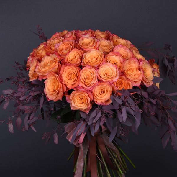 Букет из 51 оранжево-красной розы